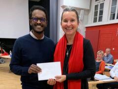 Yasikaran Manoharan wurde von Einwohnerrats-Präsidentin Yvette Estermann verabschiedet